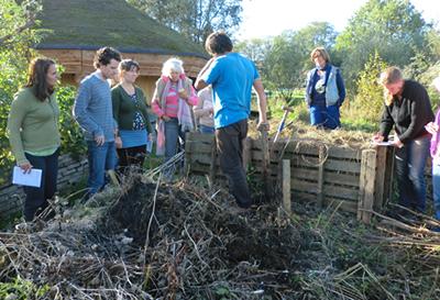 Praktijk bij de composthoop